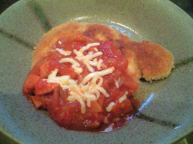 豚ロースカツのトマトチーズソースがけ